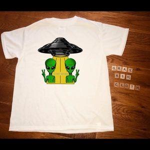 Wacky groovy aliens ufo shirt